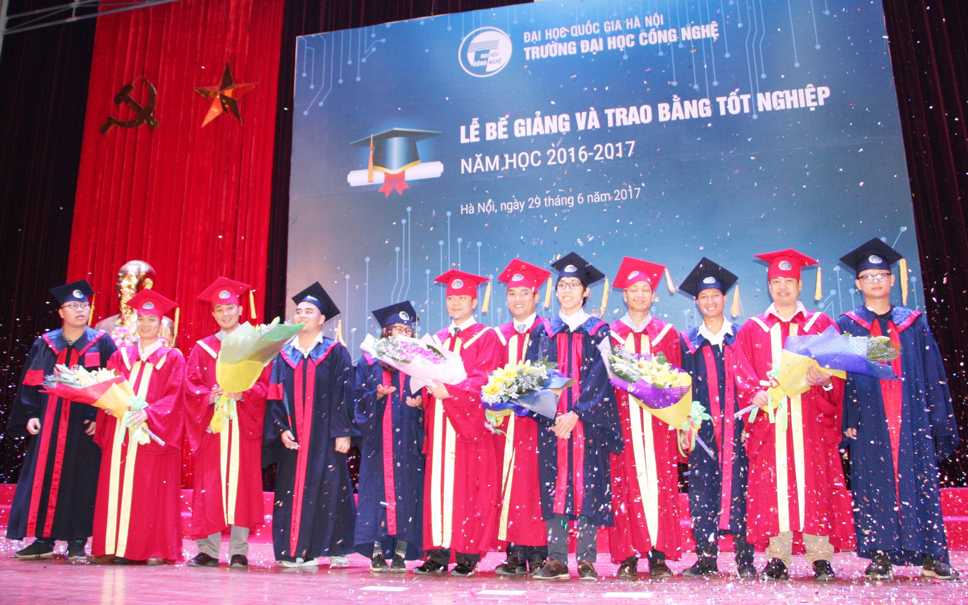 Lễ bế giảng và trao bằng tốt nghiệp năm học 2016-2017