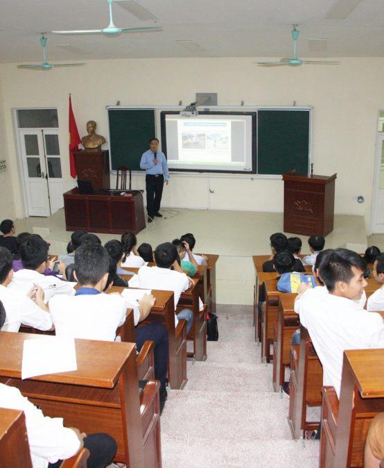 Định hướng chuyên ngành cho tân sinh viên Khoa Cơ học kỹ thuật và Tự động hóa